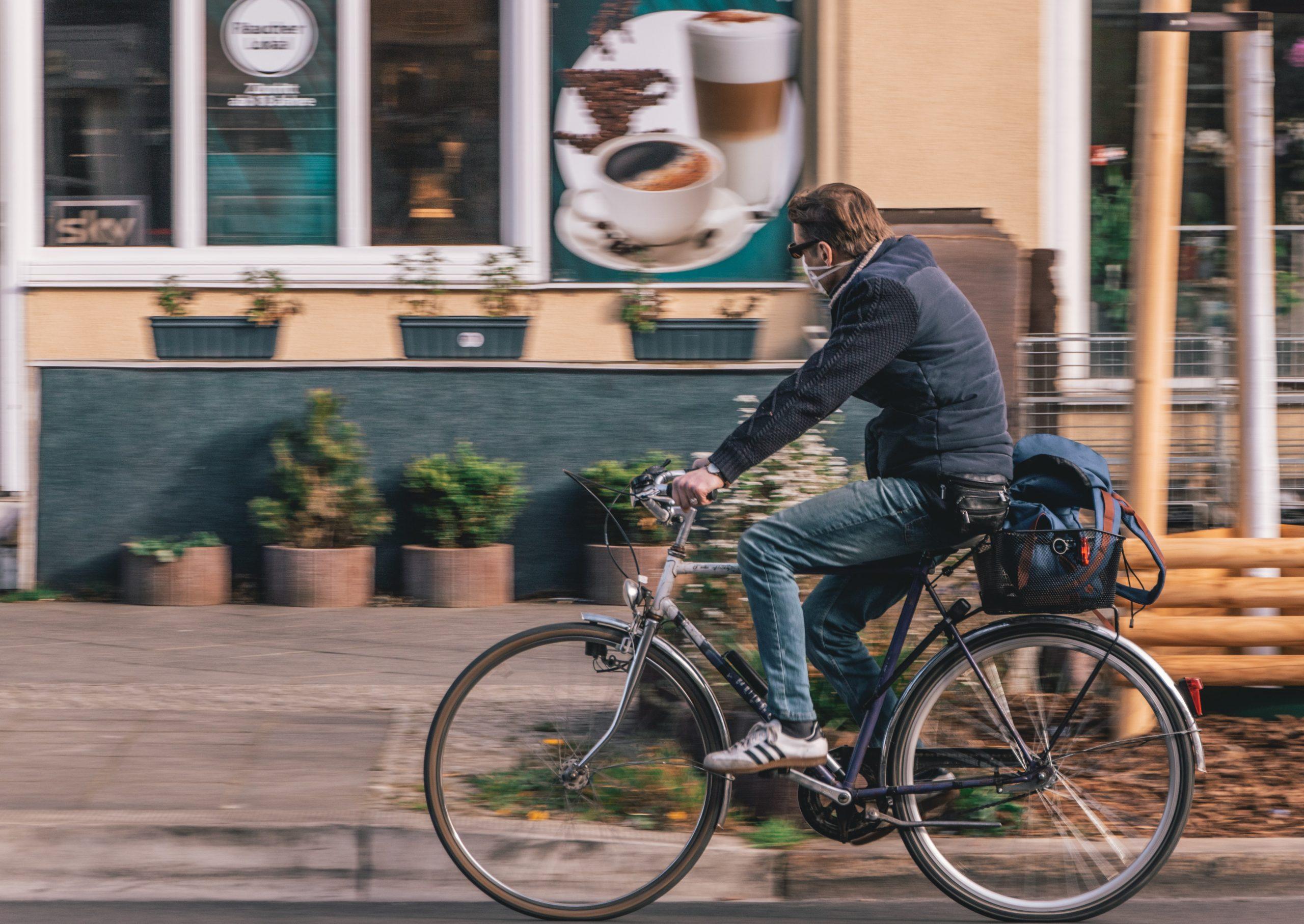 Responsabilité en cas d'accident de la route avec un cycliste roulant à gauche